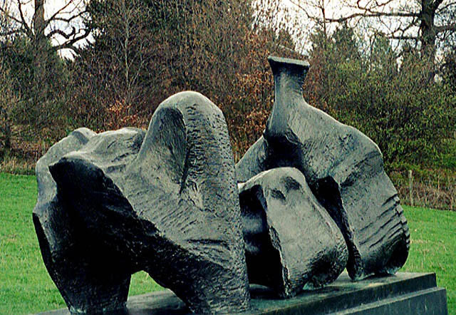 Three Piece Reclining figure No.1, skulptur von Henry Moore (1898-1986, United Kingdom)
