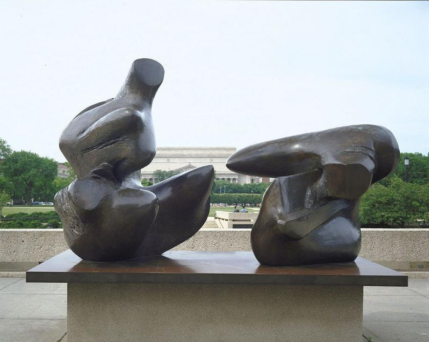 Two-Piece Reclining Figure, Punkte, skulptur von Henry Moore (1898-1986, United Kingdom)