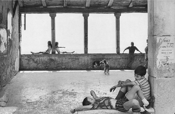 Simiane La Rotonde 1970 von Henri Cartier-Bresson (1908-2004, France)